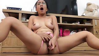 Dildo Fucking My Horny Asian Pussy