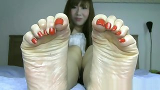 Beautiful Japanese feet with long toes and sexy bunions