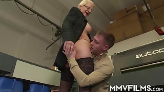 Mature, blonde woman, Lola gave a blowjob to one of her workers before she fucked him