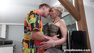 Full orgasms for the mature aunt after she puts some young cock in her ass